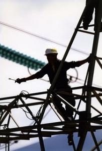 Οι δημόσιες επιχειρήσεις οδεύουν κομμάτι-κομμάτι στο ταμείο εκποίησης, τα έσοδά τους –είτε από τη λειτουργία τους, είτε από την πώλησή τους– στα πανωτόκια των διεθνών τοκογλύφων, οι εργαζόμενοι στην ανεργία και ο λαός στην «ενεργειακή φτώχεια».