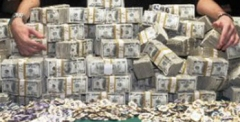 Η «παγίδα του χρέους» είναι μια διαδικασία «αγκίστρωσης» ακόμη και των φτωχότε¬ρων χωρών στο σύστημα της κυκλοφορίας του κεφαλαίου, έτσι ώστε να μπορούν να είναι διαθέσιμες ως «οχετοί» για τα πλεονάζοντα κεφάλαια για τα οποία κρίνονται υπόχρεες.